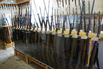 Größtes privates Museum für Waffen und Rüstungskunde