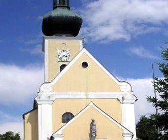 Pfarrkirche Thaya (1175) – mit Karner und Meditationsgarten